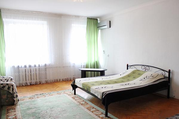2-комнатная квартира посуточно в Киеве. Шевченковский район, ул. Жилянская, 102. Фото 1