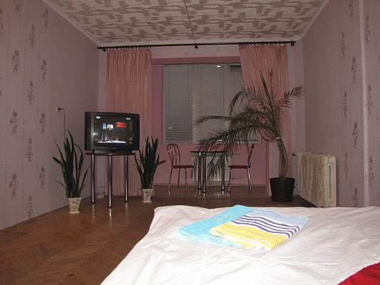 4-комнатная квартира посуточно в Львове. Сыховский район, ул. Кавалеридзе, 14. Фото 1