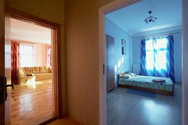 2-комнатная квартира посуточно в Львове. Галицкий район, ул. КОПЕРНИКА, 10. Фото 1