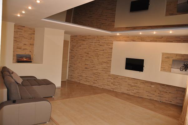 2-комнатная квартира посуточно в Мариуполе. Центральный район, ул. Энгельса, 32. Фото 1