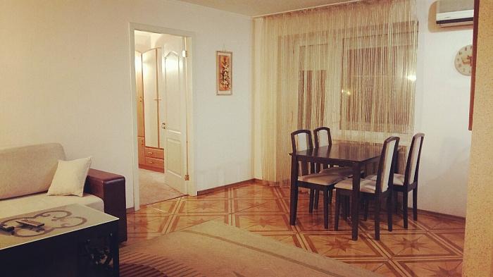2-комнатная квартира посуточно в Днепропетровске. Бабушкинский район, ул. Плеханова, 12а. Фото 1