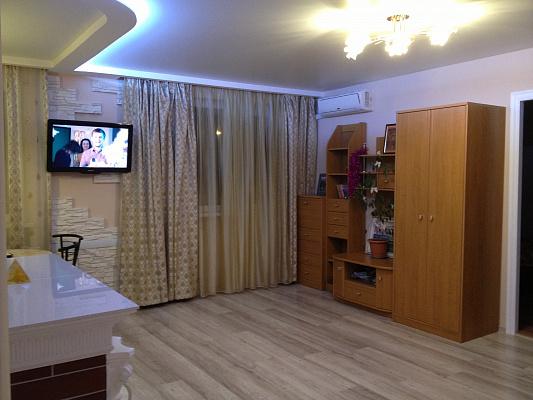 2-комнатная квартира посуточно в Севастополе. Ленинский район, Адмирала Октябрьского, 15. Фото 1