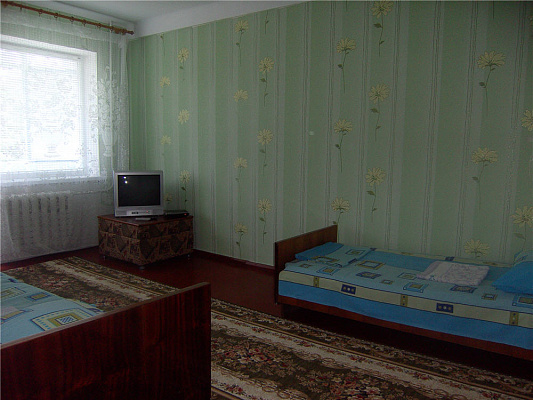 2-комнатная квартира посуточно в Славянске. ул. Батюка, 20. Фото 1