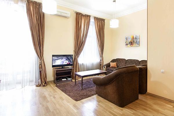 2-комнатная квартира посуточно в Киеве. Печерский район, ул. Бассейная, 15. Фото 1
