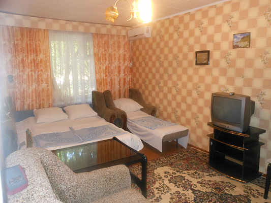 2-комнатная квартира посуточно в Евпатории. ул. Сытникова, 8. Фото 1