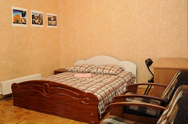 2-комнатная квартира посуточно в Киеве. Печерский район, ул. Шота Руставели, 33а. Фото 1