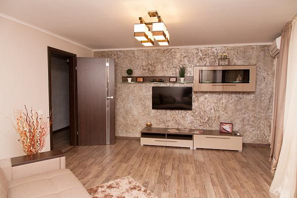 2-комнатная квартира посуточно в Днепропетровске. ул. В.Винниченка (Куйбышева), 5а. Фото 1