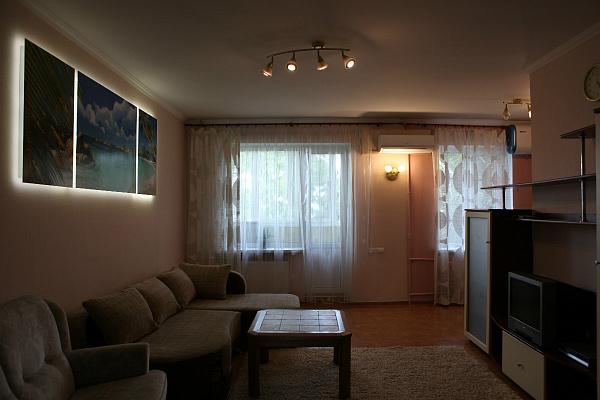 2-комнатная квартира посуточно в Черкассах. ул. Крещатик, 213. Фото 1