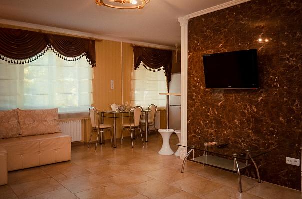 3-комнатная квартира посуточно в Чернигове. Деснянский район, ул. Шевченко, 19. Фото 1