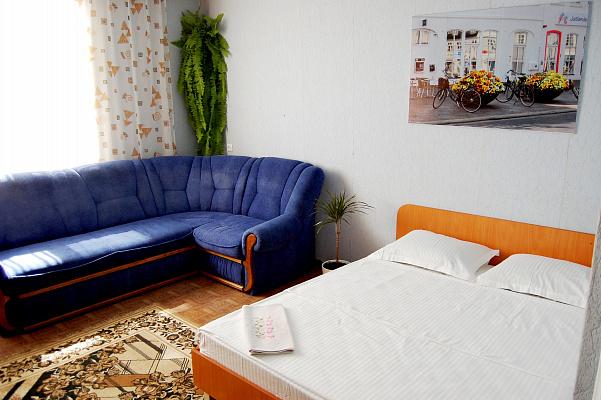 2-комнатная квартира посуточно в Сумах. Ковпаковский район, ул. Металлургов, 24. Фото 1