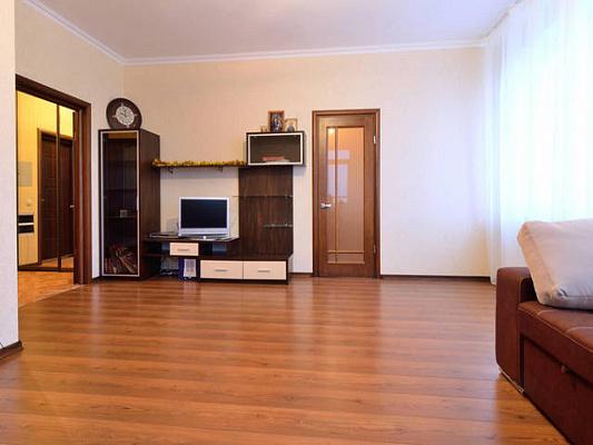 1-комнатная квартира посуточно в Киеве. Дарницкий район, ул. Срибнокильская, 3-Б. Фото 1