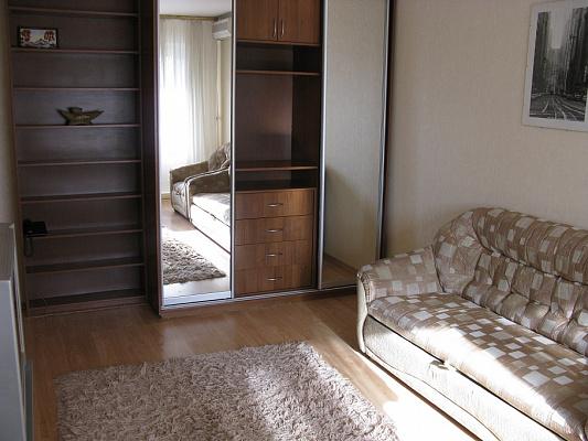 1-комнатная квартира посуточно в Киеве. Оболонский район, ул. Приозерная, 8б. Фото 1