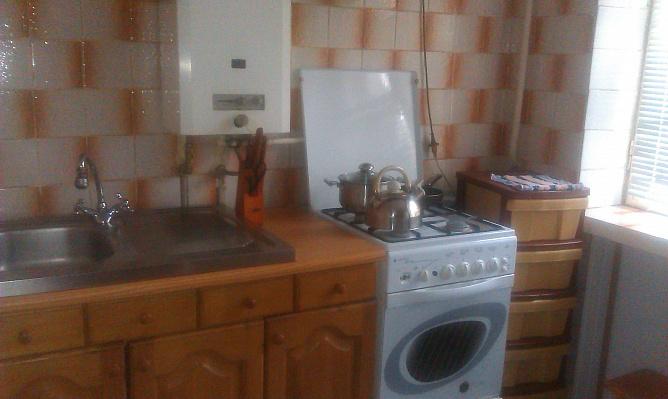 2-комнатная квартира посуточно в Запорожье. Шевченковский район, ул. Авалиани, 15. Фото 1