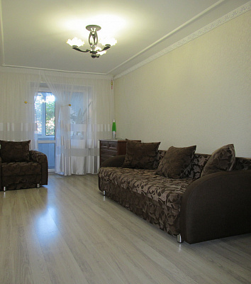 2-комнатная квартира посуточно в Бердянске. ул. Первомайская, 36-2. Фото 1