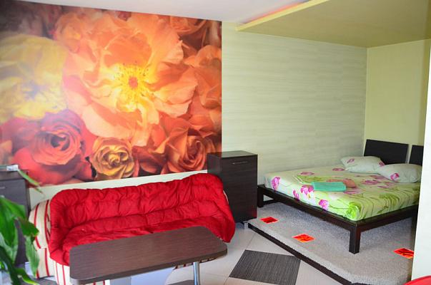 1-комнатная квартира посуточно в Херсоне. Суворовский район, пл. Свободы, 1. Фото 1