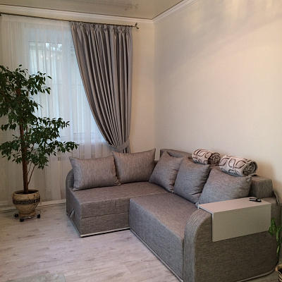 2-комнатная квартира посуточно в Севастополе. Ленинский район, ул. Генерала Петрова, 4. Фото 1