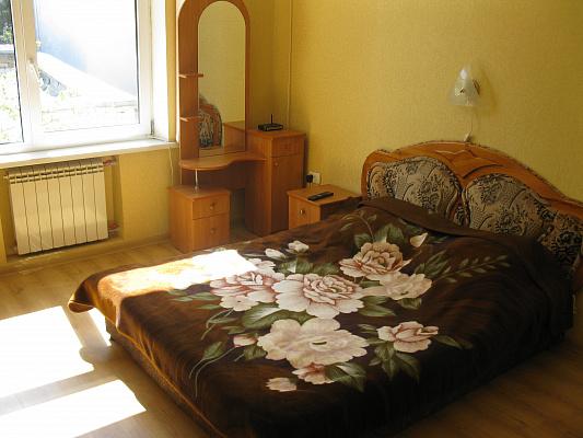 1-комнатная квартира посуточно в Ялте. Центр Ялты район, ул. Пушкинская, 7. Фото 1