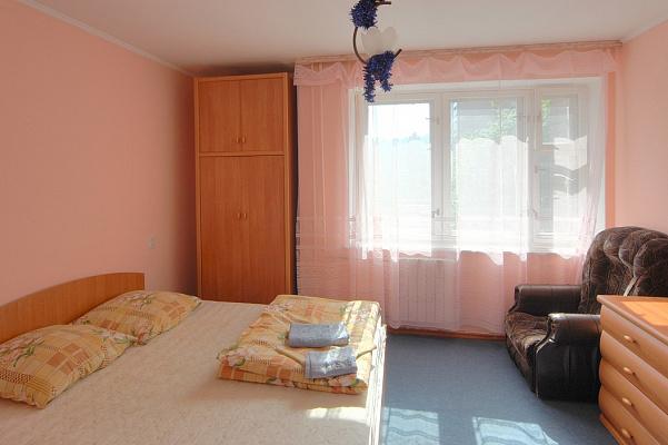 2-комнатная квартира посуточно в Киеве. Голосеевский район, ул. Антоновича, 104. Фото 1