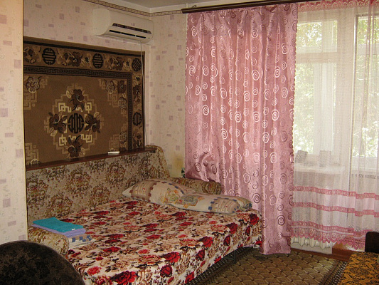 1-комнатная квартира посуточно в Саках. ул. Кузнецова, 24. Фото 1