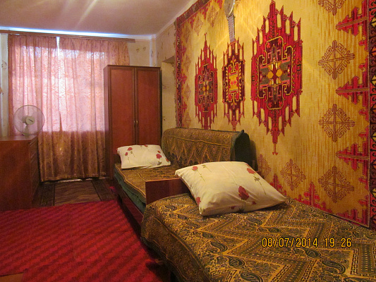 1-комнатная квартира посуточно в Бердянске. ул. Свободы, 51. Фото 1