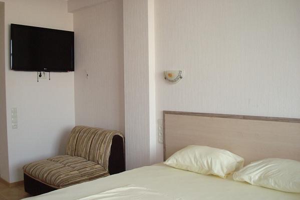 1-комнатная квартира посуточно в Ялте. ул. Пироговская, 19. Фото 1