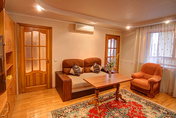 3-комнатная квартира посуточно в Киеве. Печерский район, ул. Большая Васильковская, 129. Фото 1