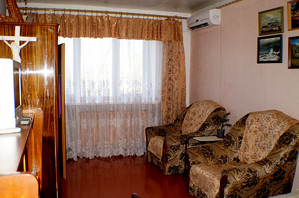 3-комнатная квартира посуточно в Орджоникидзе. ул. Нахимова, 19. Фото 1