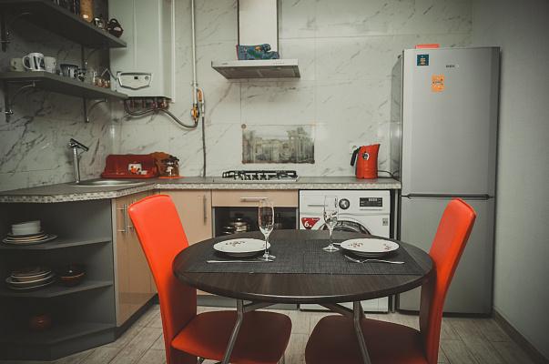 2-комнатная квартира посуточно в Чернигове. Деснянский район, пр-т Победы, 108а. Фото 1