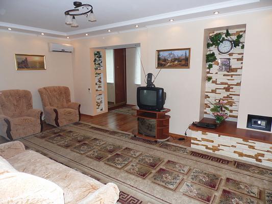 1-комнатная квартира посуточно в Скадовске. ул. Свободы, 5. Фото 1