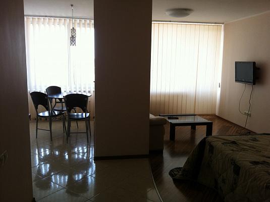 1-комнатная квартира посуточно в Одессе. Приморский район, ул. Литературная, 12. Фото 1
