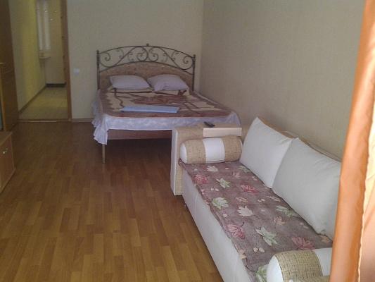 1-комнатная квартира посуточно в Ялте. ул. Кривошты, 10. Фото 1