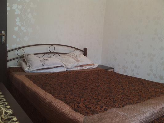2-комнатная квартира посуточно в Ялте. ул. Спендиарова, 9. Фото 1