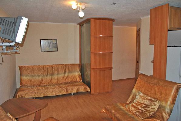 1-комнатная квартира посуточно в Донецке. Ворошиловский район, пр-т Ильича, 4а. Фото 1