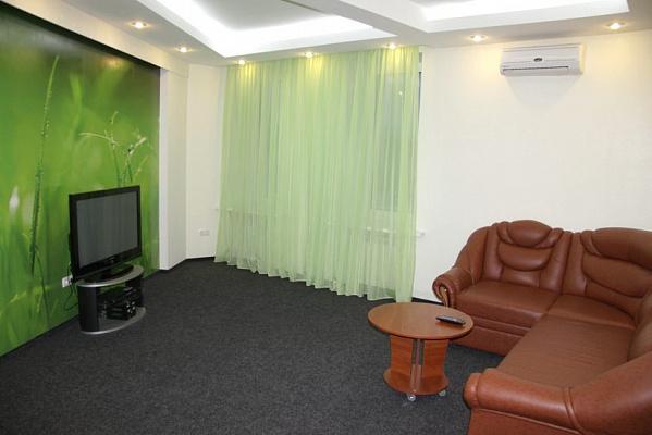 3-комнатная квартира посуточно в Сумах. Заречный район, ул. Соборная, 32. Фото 1
