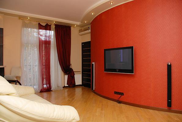 3-комнатная квартира посуточно в Киеве. Печерский район, ул. Николая Раевского, 34. Фото 1