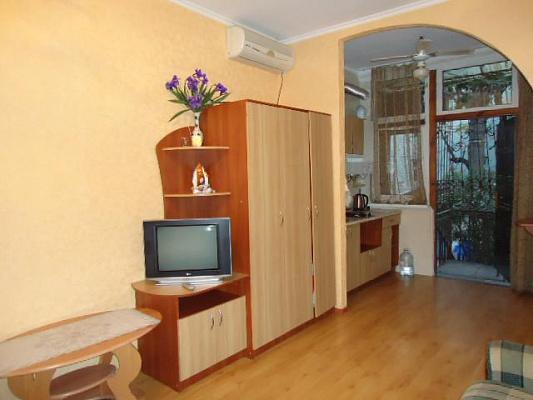 1-комнатная квартира посуточно в Ялте. Центр Ялты район, ул. Боткинская, 6. Фото 1
