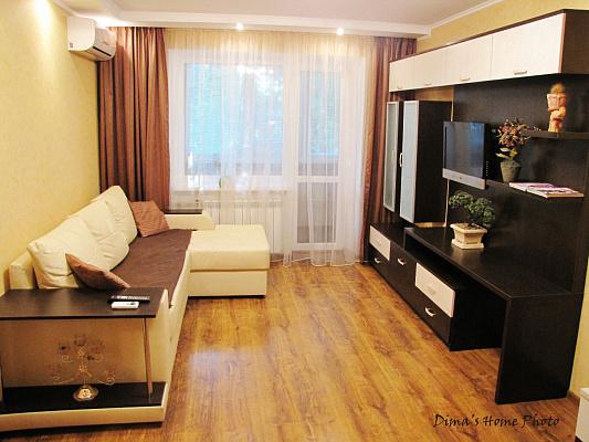 1-комнатная квартира посуточно в Днепропетровске. Кировский район, пр-т Александра Поля, 90. Фото 1