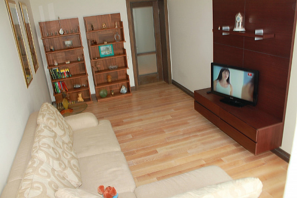 2-комнатная квартира посуточно в Ильичёвске. Пригород район, Ленина , 13а. Фото 1