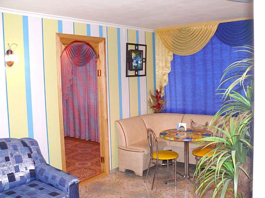 2-комнатная квартира посуточно в Херсоне. Суворовский район, ул. Молодежная, 4. Фото 1