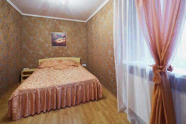 2-комнатная квартира посуточно в Львове. Галицкий район, пл. Рынок, 34. Фото 1