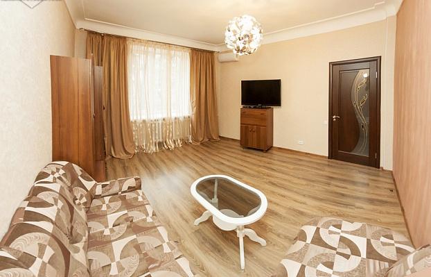 2-комнатная квартира посуточно в Запорожье. Орджоникидзевский район, пр-т Маяковского, 5. Фото 1