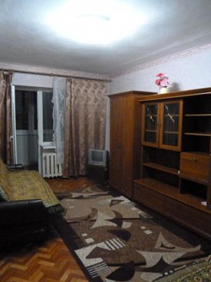 1-комнатная квартира посуточно в Ильичёвске. Ленина, 25. Фото 1