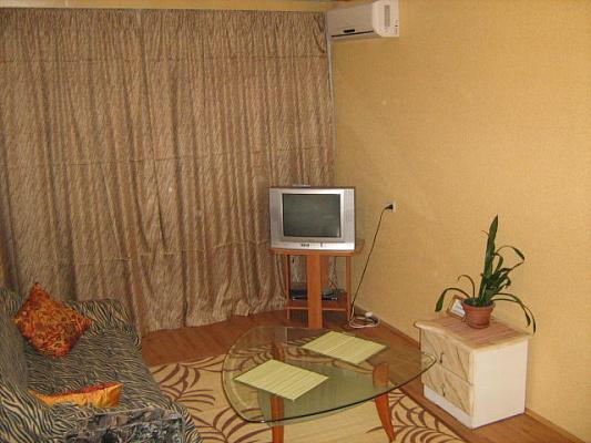 1-комнатная квартира посуточно в Севастополе. Гагаринский район, ул. Героев Подводников, 12. Фото 1