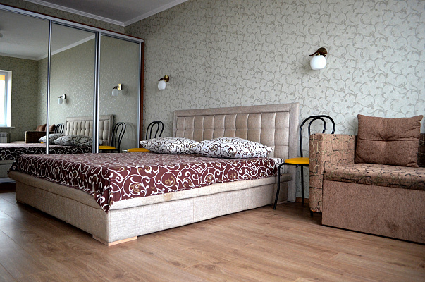 1-комнатная квартира посуточно в Днепропетровске. Бабушкинский район, пр-т Гагарина, 104. Фото 1
