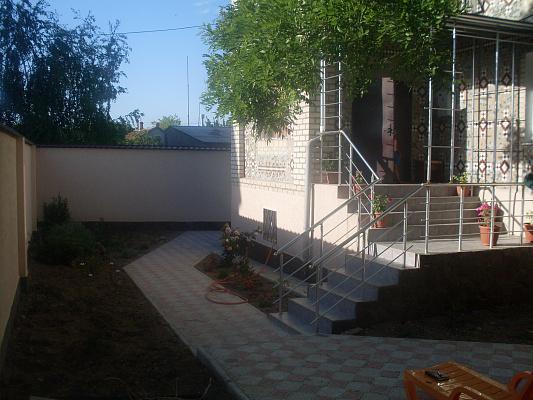Дом  посуточно в Евпатории. Средняя, 67. Фото 1