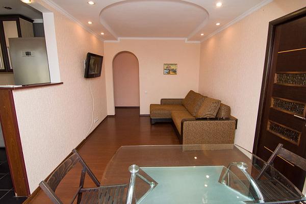 2-комнатная квартира посуточно в Феодосии. ул. Энгельса, 35А. Фото 1