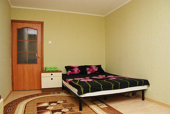 1-комнатная квартира посуточно в Киеве. Оболонский район, ул. Маршала Тимошенко, 1-Г. Фото 1