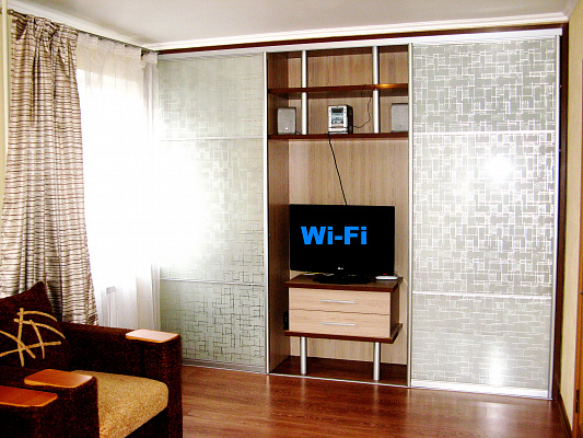 1-комнатная квартира посуточно в Кременчуге. ул. Троицкая, 101. Фото 1