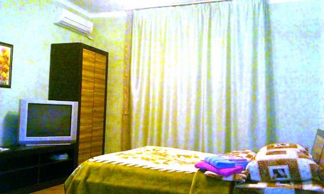 1-комнатная квартира посуточно в Киеве. Дарницкий район, ул. Чавдар Елизаветы, 9. Фото 1