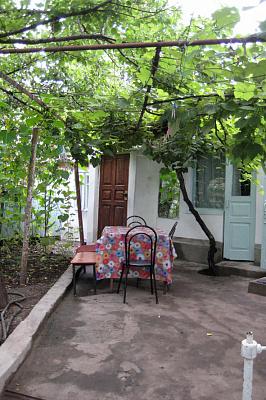 Комната  посуточно в Феодосии. пер. Подгорный, 2/1. Фото 1